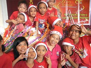 カパティ:セブ奨学生のクリスマス会:笑顔の奨学生たち